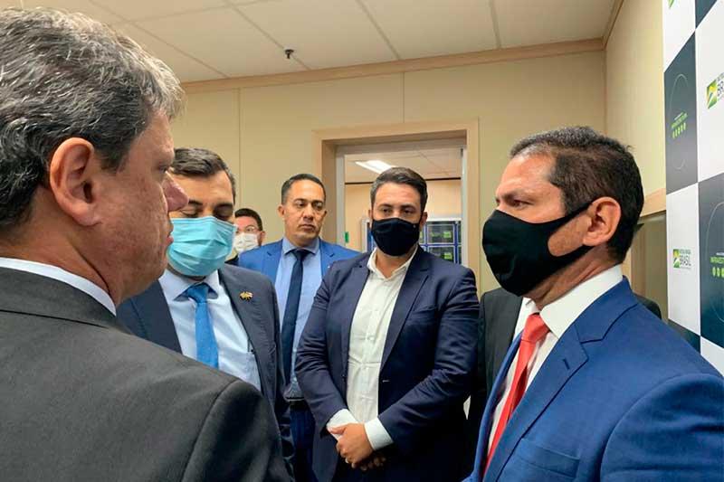 Marcelo Ramos com o ministro Tarcísio Gomes de Freitas (Foto: Assessoria/Divulgação)