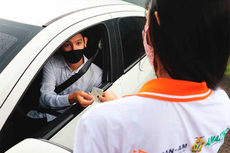 Não será necessário sair do carro para pegar documento (Foto: Detran-AM/Divulgação)