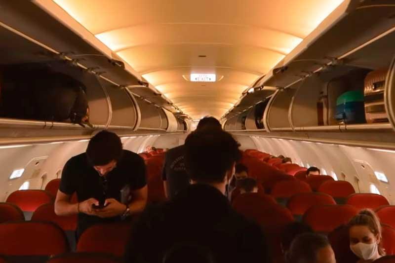 Passageiros terão que usar modelos específicos de máscaras em voos (Foto: YouTube/Reprodução)