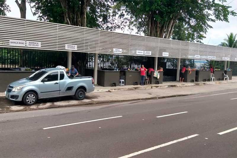 Quiosques de venda de coco foram os primeiros a reabrir nesta terça (Foto: Implurb/Divulgação)