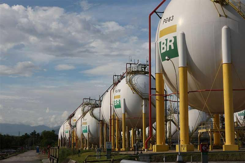 Tanques de gás na Refinaria Duque de Caxias: menor custo (Foto: André Motta de Souza/Agência Petrobras)