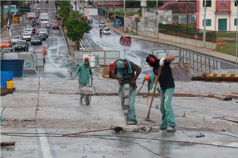 Reparos no viaduto do Manoa: só 30% concluído (Foto: Márcio Mello/PMM Semcom)