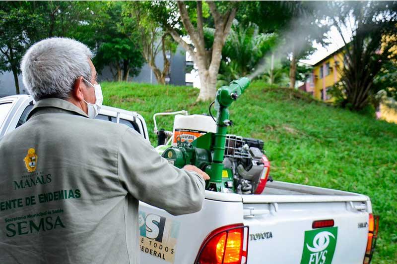 Aplicação de inseticida no combate à dengue (Foto: Valdo Leão/PMM Semcom)