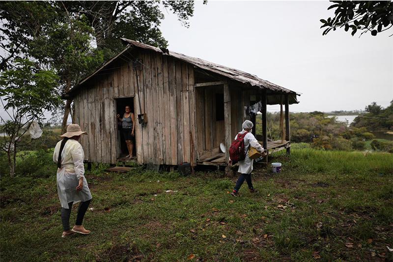 Vacinadores em unidade de conservaão: verba para apoio logístico (Foto: Lucas Silva/Secom)