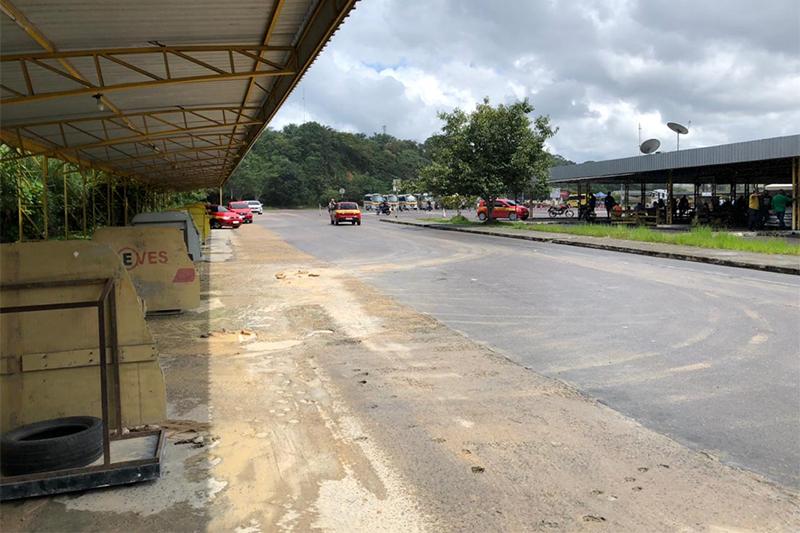 Espaço das balizas também está esburacado (Foto: Mrilo Rodrigues/ATUAL)