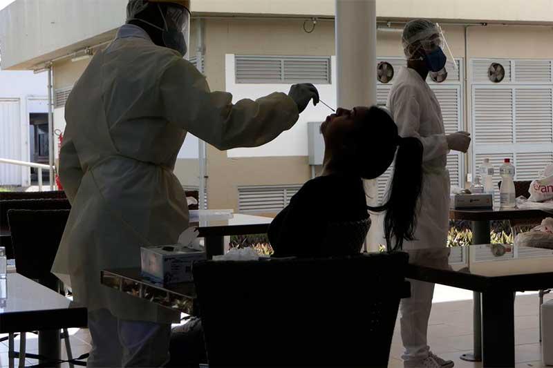 Coleta de secreção nasal de paciente em Brasília: Covid é maior no Sul e Centro-Oeste (Foto: Roque de Sá/Agência Senado)