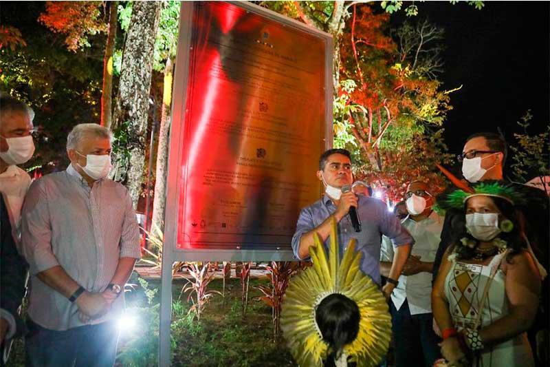 David Almeida inaugurou memorial dos povos indígenas (Foto: PMM Semcom/Divulgação)