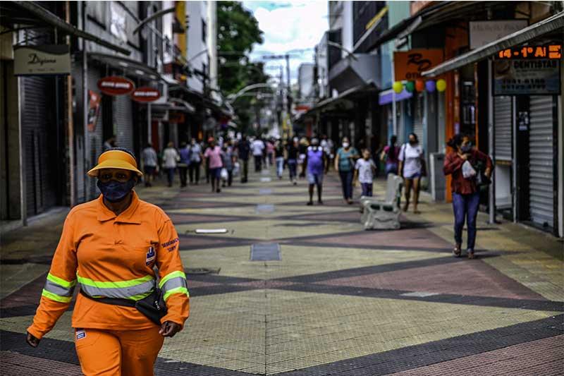 Rua comercial em São José dos Campos: lojas fechadas (Foto: Lucas Lacaz Ruiz/Folhapress)