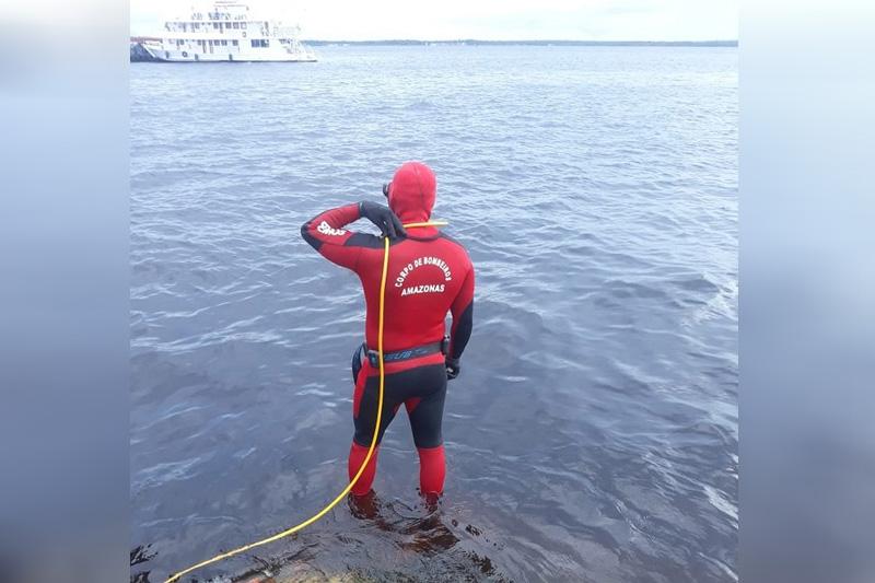 bombeiros mergulhadores