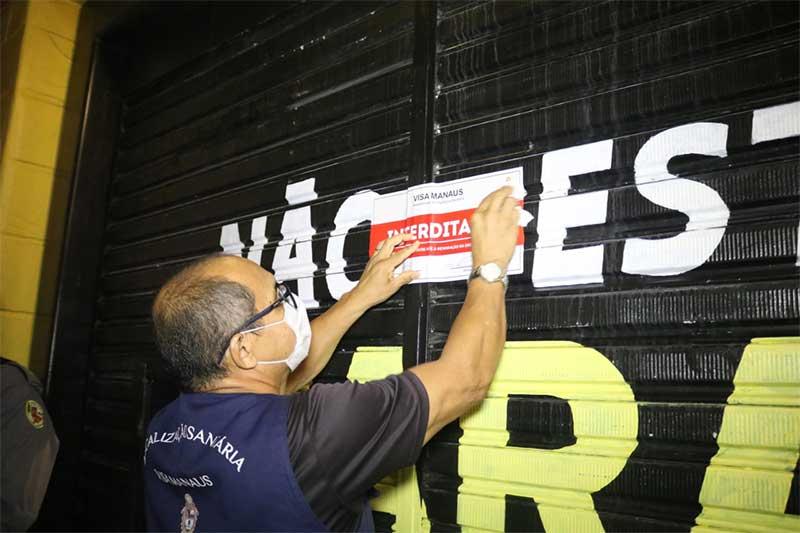 Bares foram fechados por descumprir decreto (Foto: Pelegrine Neto/SSP-AM)