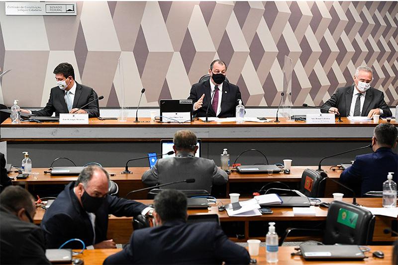 Omar Aziz (centro) disse que manterá cronograma de depoimentos (Foto: Jefferson Rudy/Agência Senado)