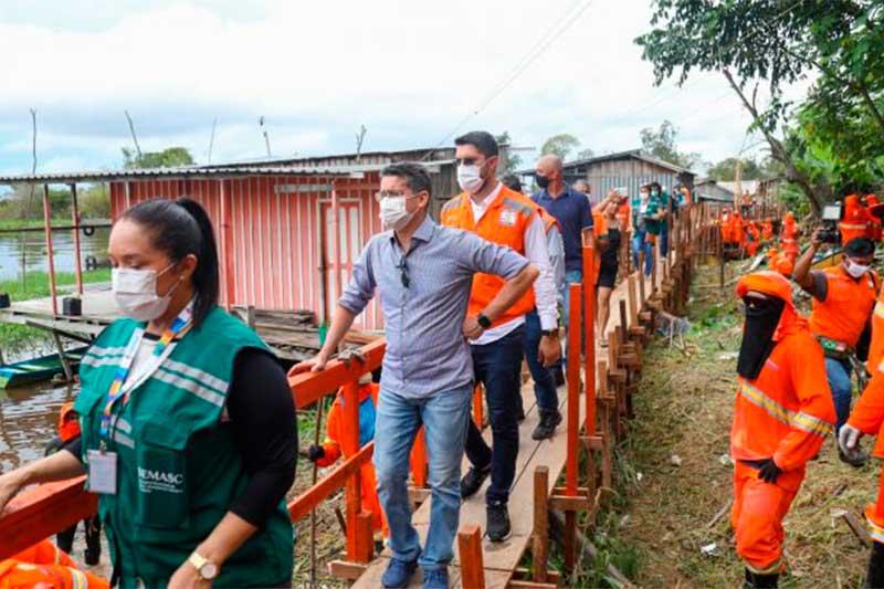 Prefeito David Almeida visitou área alagada pela cheia (Foto: Ruan Souza/PMM Semcom)