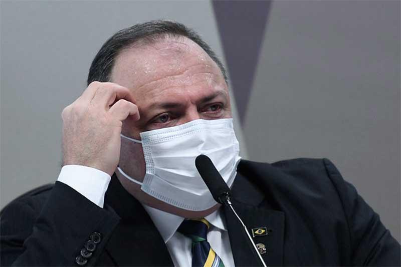 Eduardo Pazuello busca blindar o presidente Bolsonaro em depoimento à CPI (Foto: Edilson Rodrigues/Agência Senado)