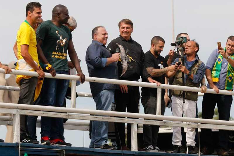 Eduardo Pazuello em manifestação com Jair Bolsonaro no Rio (Foto: Fernando Frazão/ABr)