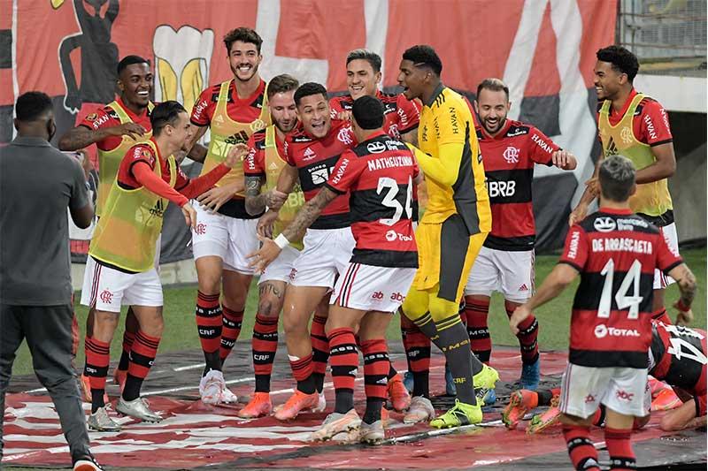 Jogadores do Flamengo festejaram título do Cariocão (Foto: Celso Pupo /Fotoarena/Folhapress)