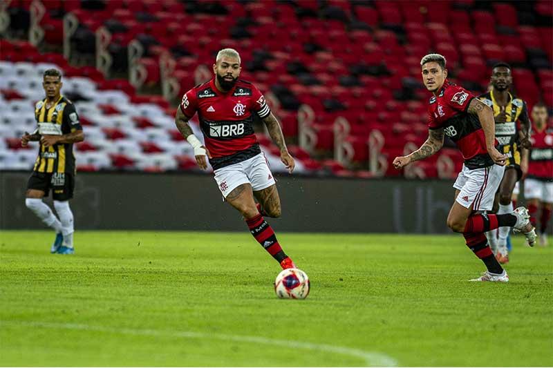 Gabigol em lance de jogo: gols decisivos (Foto: Marcelo Cortes/CRF)