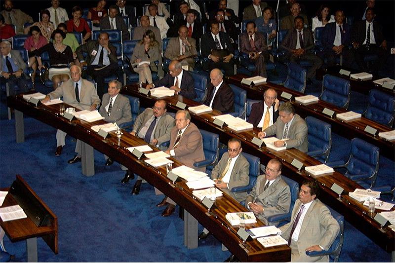 Sessão do Congresso que aprovou a LRF teve os amazonenses Gilberto Mestrinho, Jefferson Peres e Bernardo Cabral (Foto: Jane de Araújo/Agência Senado)