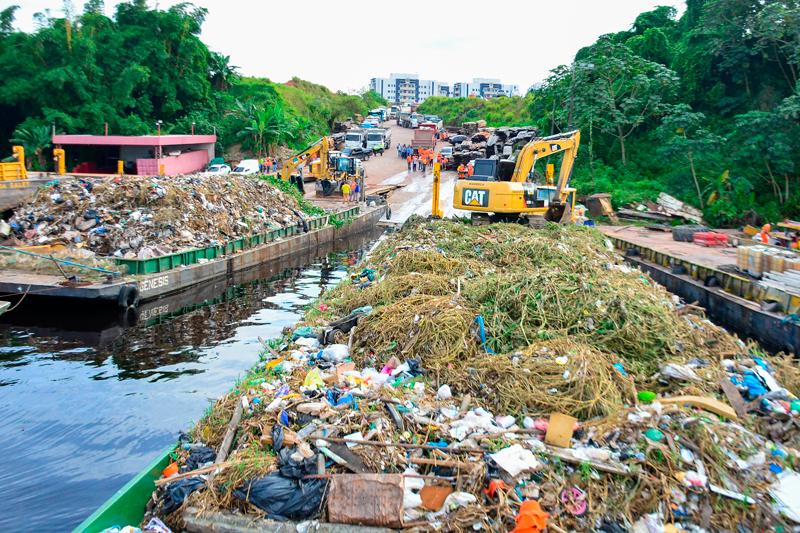 Lixo retirado do rio