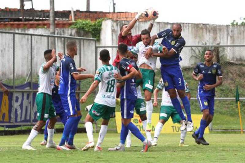 Manaus (de bbranco e verde) é finalista no Barezão 2021 (Foto: Antônio Asis/FAF-AM)