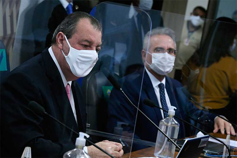 Omar Aziz com Renan Calheiros: pedido para trocar relator foi negado (Foto: Edilson Rodrigues/Agência Senado)