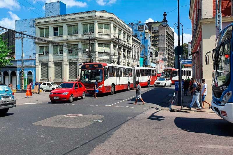 Ônibus articulados deixam de parar na Praça da Matriz (Foto: Sdiney Mendonça/PMM Semcom)