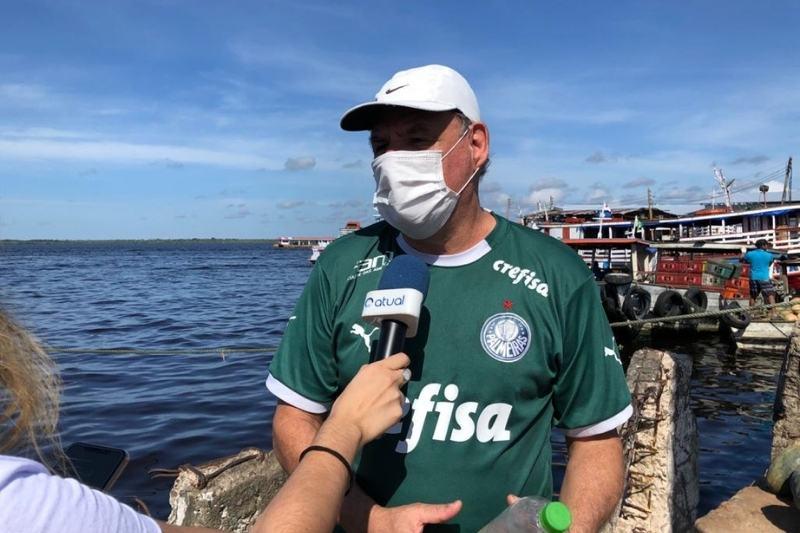 O paulistano Silas Pavinato está há 4 meses em Manaus e se surpreendeu com fenômeno da cheia (Foto: Murilo Rodrigues/ATUAL)