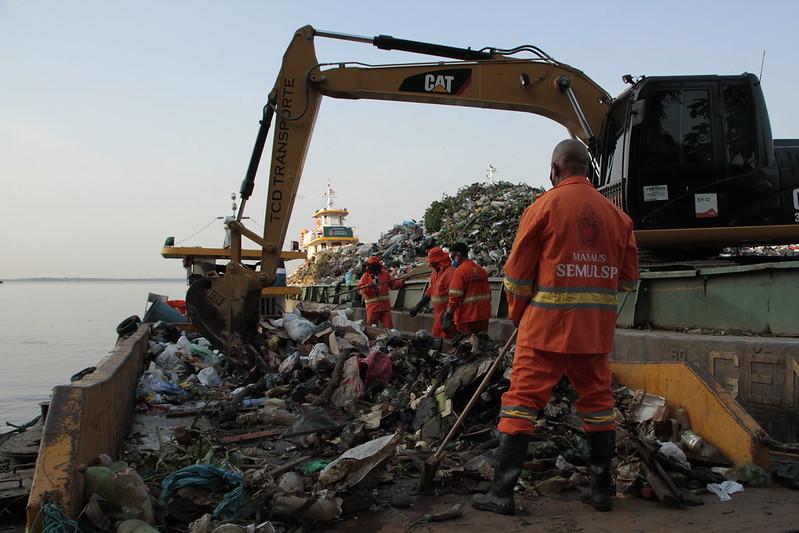 limpeza de lixo rios de manaus
