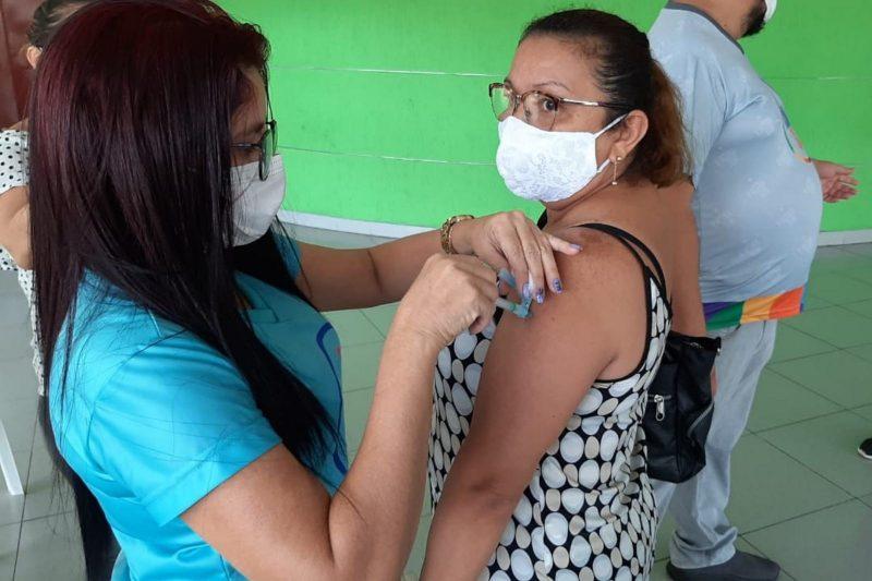 Vacinação contra a Covid-19 segue para pessoas a partir de50 anos sem comorbidades (Foto: Walter Franco/ATUAL)