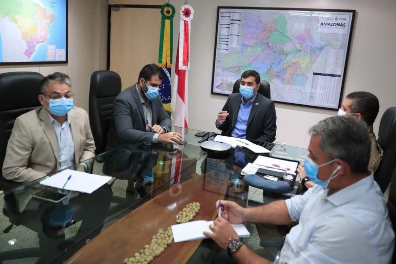 Wilson Lima decretou situação de emergência ambiental durante reunião com a Sema (Foto: Diego Peres/Secom)