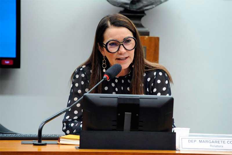 Relatora Margarete Coelho apresentou texto com blindagem aos candidatos (Foto: Gustavo Sales/Agência Câmara)