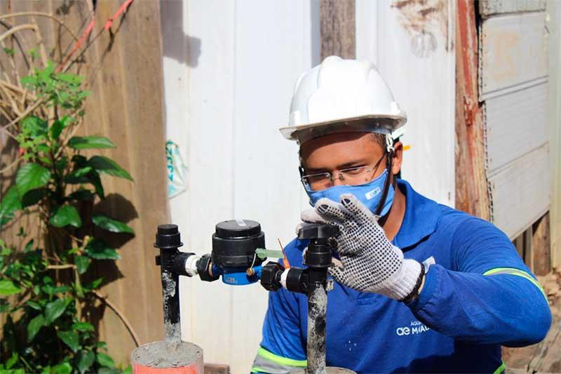 Jovens contratados irão atuar em serviços da concessionária de água (Foto: Água de Manaus/Divulgação)