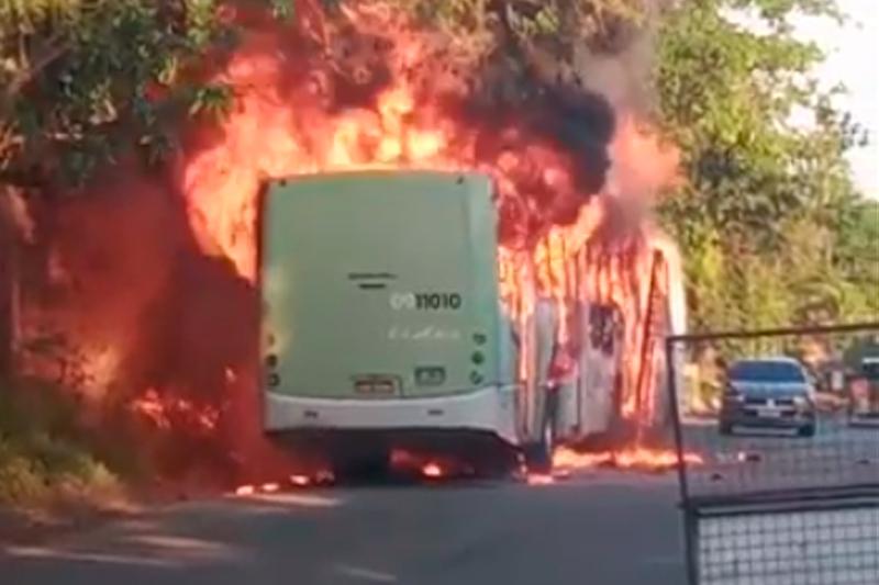 Ônibus incendiado em Manaus