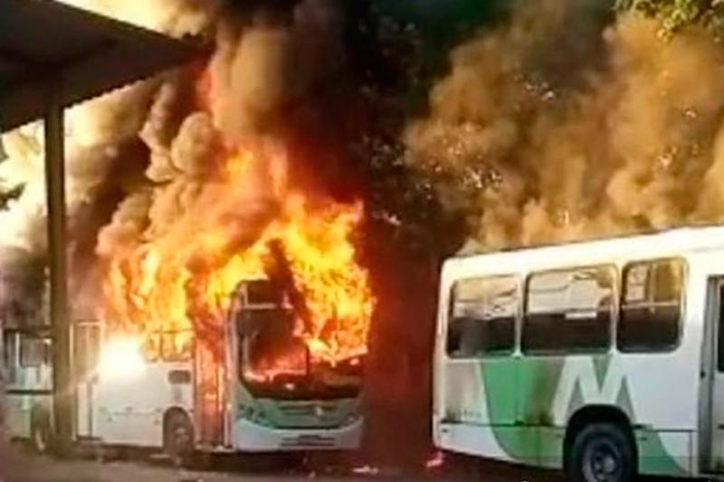 ônibus incendiados em Manaus
