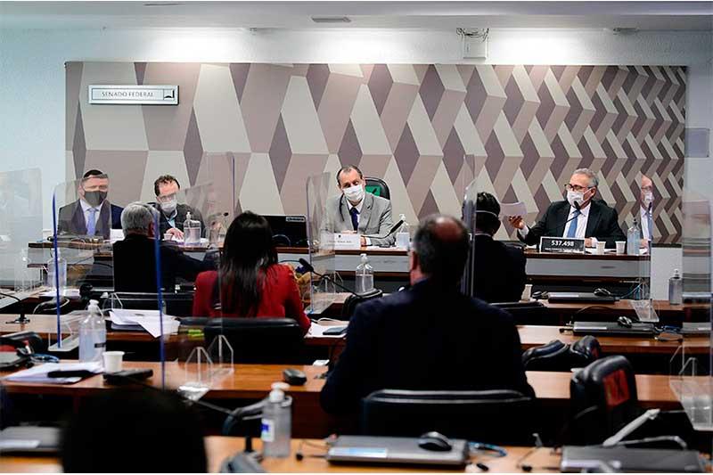 OMar Aziz (centro), presidente da CPI da Covid, anunciou novas investigações (Foto: Pedro França/Agência Senado)