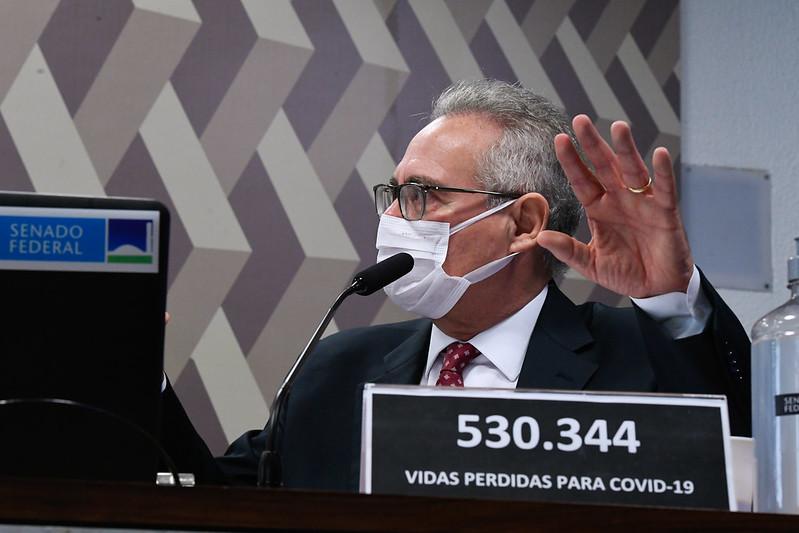 Relator da CPI, senador Renan Calheiros na sessão do dia 9 de julho (Foto: Edilson Rodrigues/Agência Senado)