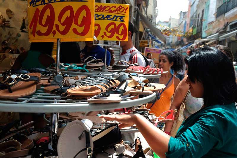 Comércio de rua: cresce trabalho informal (Foto: Fernando Frazão/ABr)