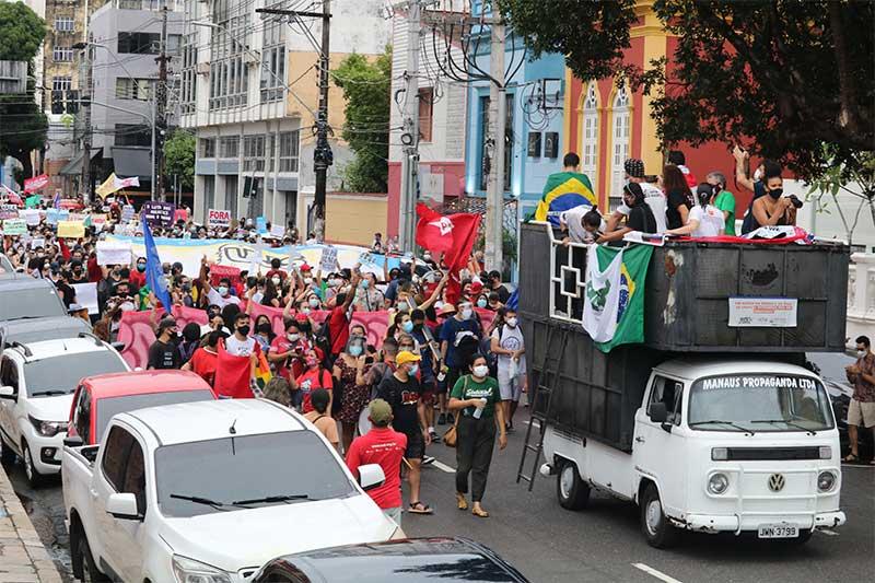 Manifestantes voltam ao Centro de Manaus no sábado (Foto: Bruno Tadeu/Divulgação)