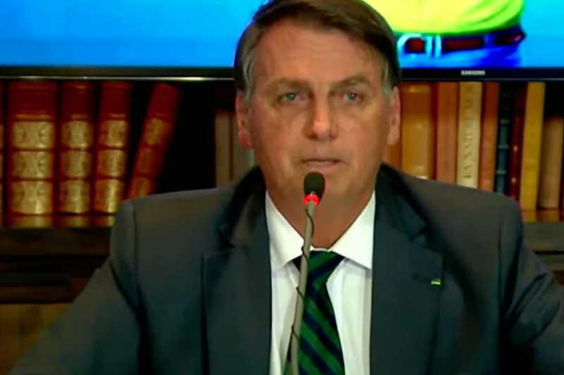 Presidente Jair Bolsonaro em live nas redes sociais: polêmica (Foto: Facebook/Reprodução)