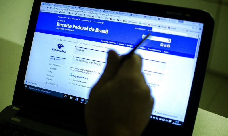 Mais de R$ 5,8 bilhões serão restituidos aos contribuintes (Marcelo Camargo/Agência Brasil)