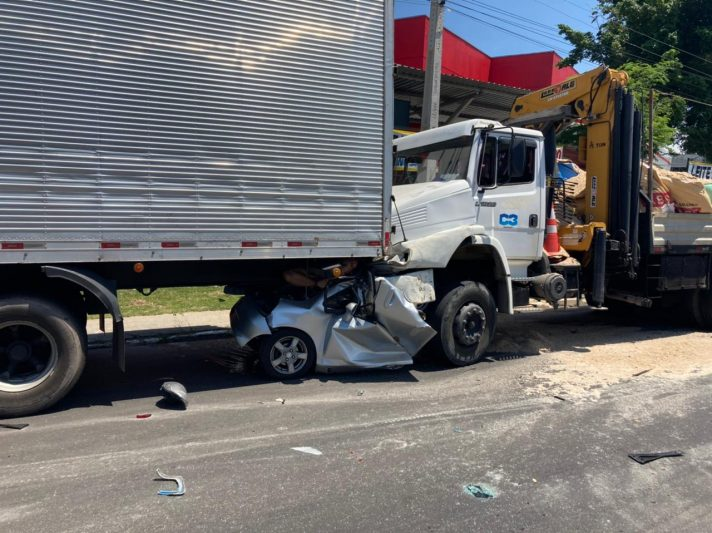 Acidente entre caminhões em Manaus (Foto: Reprodução/Redes Sociais)