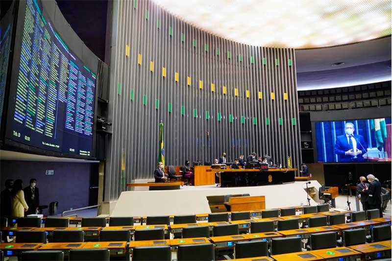Plenário da Câmara: deputados decidirão sobre afrouxamento de punições (Foto: Pablo Valadares/Agência Câmara)