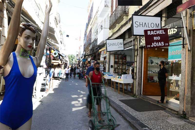 Rua comercial em Brasília: pequenos negócios empregam mais (Foto: Tânia Rêgo/ABr)