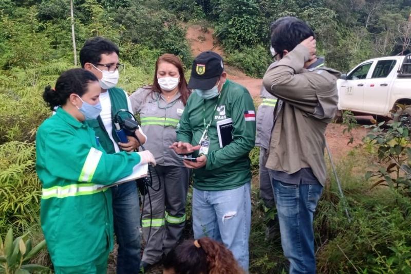 Peritos fiscalizam Mineração Taboca na Vila Pitinga (Foto: Divulgação/Sema)