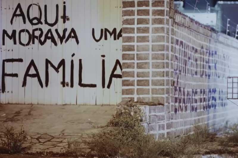 Casa no bairro Pinheiro: sem condições de moradia (Foto: YouTube/Reprodução)