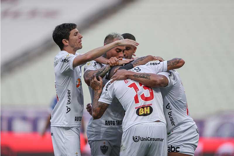 Jogadores do Atlético-MG festejam gol: liderança isolada (Foto: Pedro Souza/Atlético-MG)
