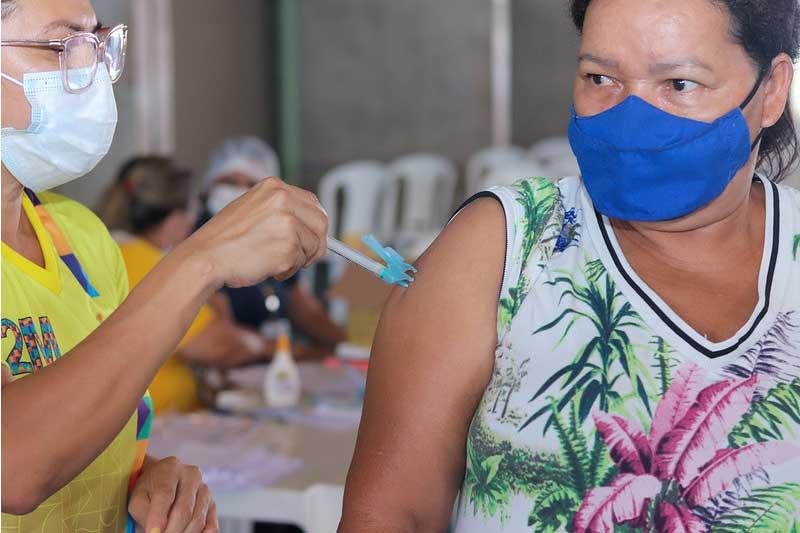 Vacinação prossegue nesta terça-feira em Manaus (Foto: Camila Batista/PMM Semcom)
