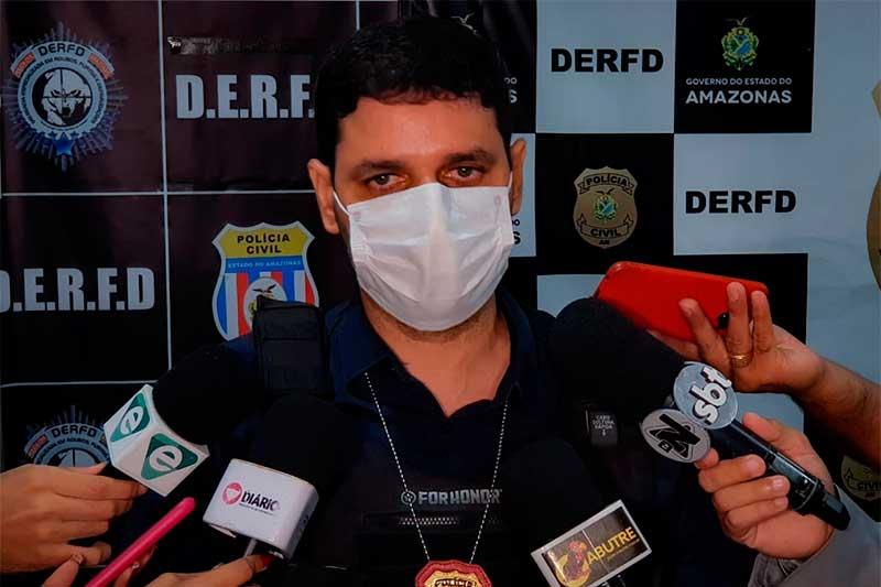 Delegado Denis Pinho disse que suspeitos pediram mais dinheiro (Foto: Mayara Viana/PC-AM)