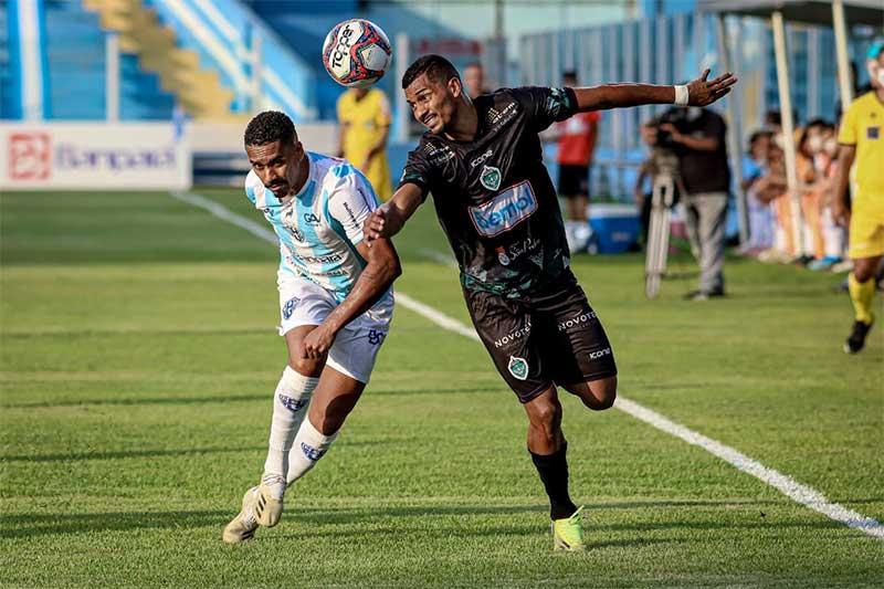 Manaus (de preto) perdeu o jogo, mas garantiu a vaga (Foto: João Normando/FAF)