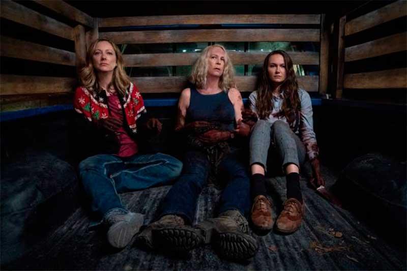 Jamie Lee Curtis (centro) em cena de Halloween: mulheres poderosas (Foto: Universal Pictures/Divulgação)