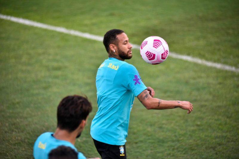 Neymar treinando no Estádio da Colina na terça-feira, 12 de outubro (Foto: Mauro Neto/Faar)